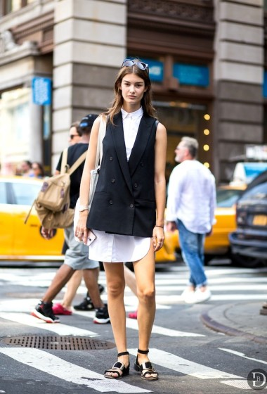 Model-Off-Duty Style: A Downtown Cool Summer Work Look