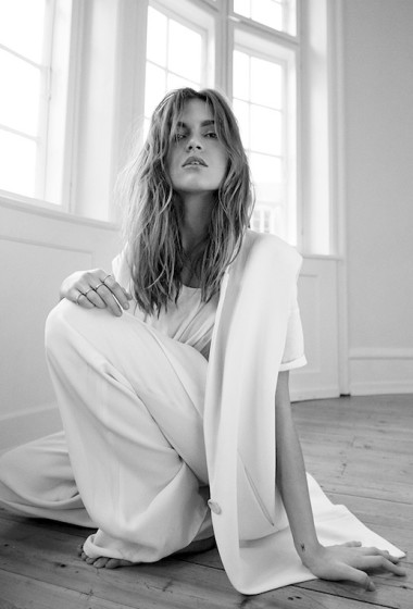 A Minimal Chic All-White Look To Try Now