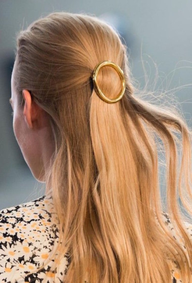 15 Ways To Style Your Hair With A Circle Clip
