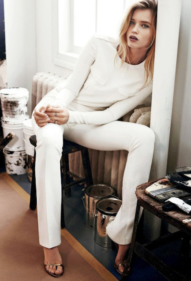 This Insanely Chic All-White Look Is Perfect For A Holiday Party